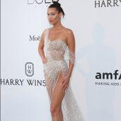 amfAR : Bella Hadid, nue et sexy sous une pluie de diamants, fait le show