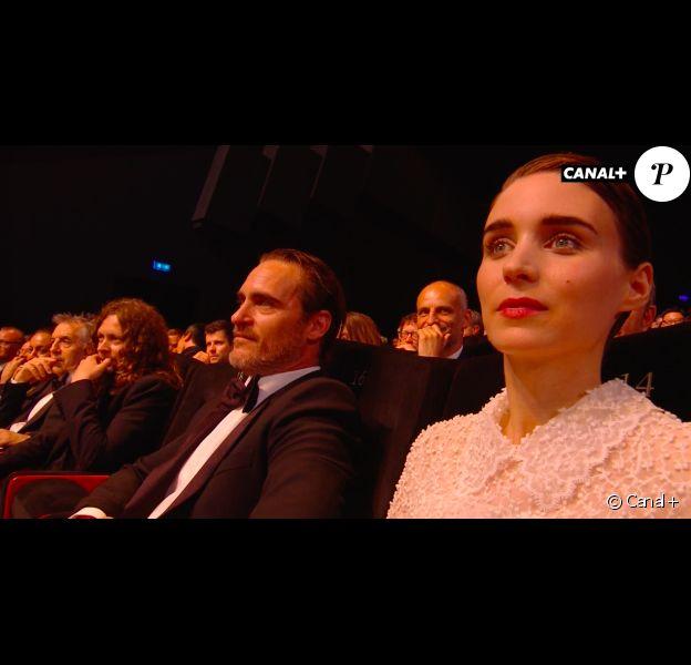 Joaquin Phoenix, lauréat pour le film You Were Never Really Here, lors du Festival de Cannes 2017, en compagnie de sa bien-aimée Rooney Mara.
