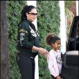 Kimora en promenade avec l'une de ses filles dans West Hollywood