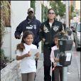 Djimon Hounsou en promenade avec sa petite famille dans West Hollywood