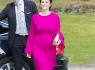 Princesse Sofia enceinte : Craquante en fuchsia, elle expose son baby bump