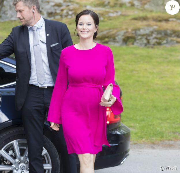 La princesse Sofia, enceinte, assiste à la remise de médailles des Sophia Sisters à la Sophiahemmet University College à Stockholm, le 31 mai 2017