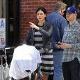 Benjamin McKenzie et sa compagne Morena Baccarin se promènent avec leur fille Frances Schenkkan à New York le 16 Avril 2016.