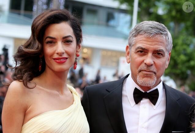 """George Clooney et sa femme Amal Alamuddin Clooney (bijoux Cartier) - Montée des marches du film """"Money Monster"""" lors du 69e Festival International du Film de Cannes. Le 12 mai 2016. © Borde-Jacovides-Moreau/Bestimage"""