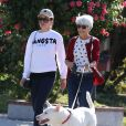 L'actrice Amanda Bynes fait une promenade avec ses parents a Thousand Oaks, le 5 decembre 2013.