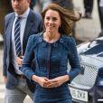 Kate Middleton, duchesse de Cambridge, rencontre le personnel du Kings College Hospital qui est intervenu après les attentats de Londres le 12 juin 2017.