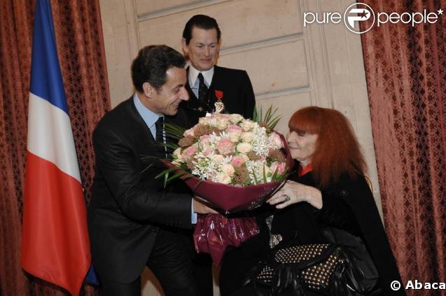 Remise des insignes de la Légion d'honneur à l'Elysée, le 28 janvier 2009 : Jean-Louis Scherrer est fait chevalier, Sonia Rykiel élevée au rang de commandeur par Nicolas Sarkozy.
