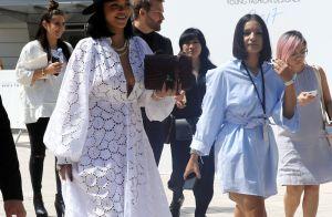 Rihanna mutine et sexy : Le décolleté de sa robe transparente fait des ravages