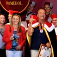 """Arnold Schwarzenegger et Heather Millligan sont cette année les invités exceptionnels de la seconde édition de"""" Libourne fête le vin"""". À cette occasion l'acteur, passionné de vins Français a été intronisé par la commanderie des vins de Bordeaux et nommé grand maitre et ambassadeur des célèbres vins Bordelais. Le 25 Juin 2017 à Libourne."""