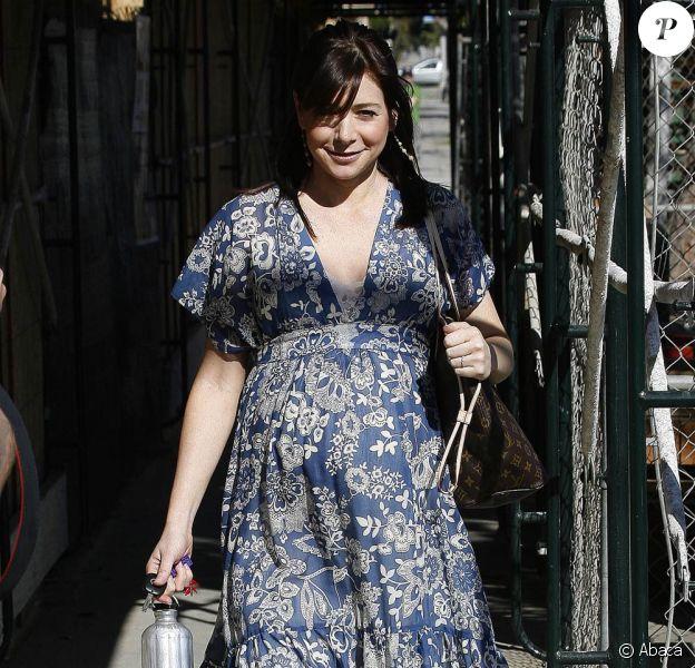Alyson Hannigan sort du Wildfiber, grande boutique de textile de Santa Monica