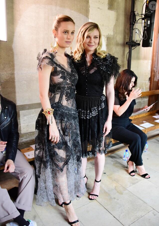 Brie Larson et Kirsten Dunst - Défilé Rodarte, collection printemps-été 2018, à la Fashion Week de Paris. Paris, le 2 juillet 2017.