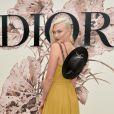 Karlie Kloss assiste au défilé Christian Dior (collection Haute Couture, automne-hiver 2017-2018) à l'Hôtel des Invalides. Paris, le 3 juillet 2017.