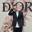 Robert Pattinson assiste au défilé Christian Dior (collection Haute Couture, automne-hiver 2017-2018) à l'Hôtel des Invalides. Paris, le 3 juillet 2017.