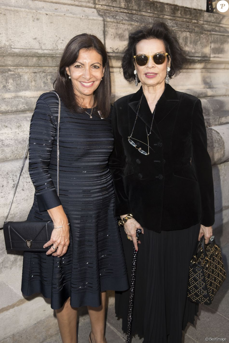 anne hidalgo et bianca jagger vernissage de l 39 exposition 39 39 christian dior couturier du r ve. Black Bedroom Furniture Sets. Home Design Ideas