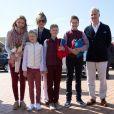Le roi Philippe et la reine Mathilde de Belgique ainsi que leurs quatre enfants la Princesse Elisabeth, le Prince Gabriel, le Prince Emmanuel et la Princesse Eléonore ont assisté à des exercices de sauvetage sur la plage de Middelkerke, le 1er juillet 2017.