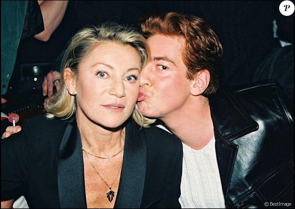 Archives - Sheila avec son fils Ludovic Chancel en 1998.