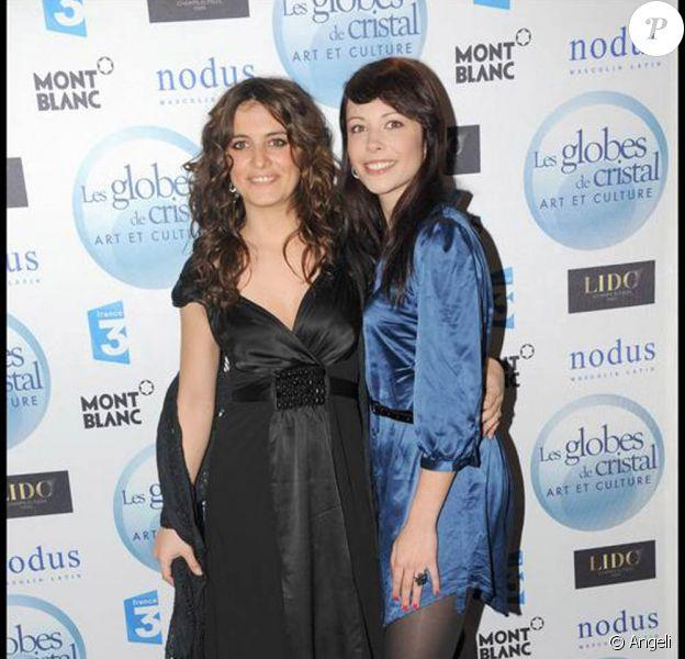Laetitia Milot et Dounia Coesens aux Globes de Cristal. 02/02/09