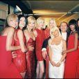 Gianni Versace, sa petite soeur Donatella Versace et les mannequins Carla Bruni, Karen Mulder, Nadja Auermann et Naomi Campbell. Paris, juillet 1995.