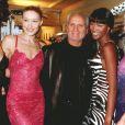 Karen Mulder, Carla Bruni, Gianni Versace et Naomi Campbell. Paris, janvier 1996.