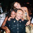 Naomi Campbell, Gianni Versace et Carla Bruni. Juin 1992.