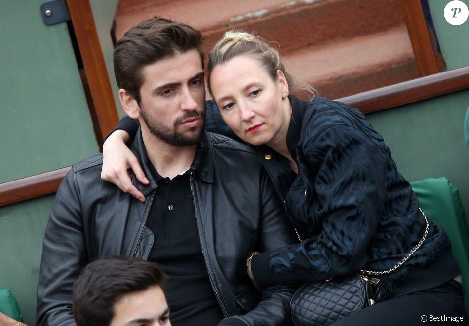 Audrey Lamy et son compagnon Thomas Sabatier aux Internationaux de France  de tennis de Roland Garros à Paris le 1er juin 2014.