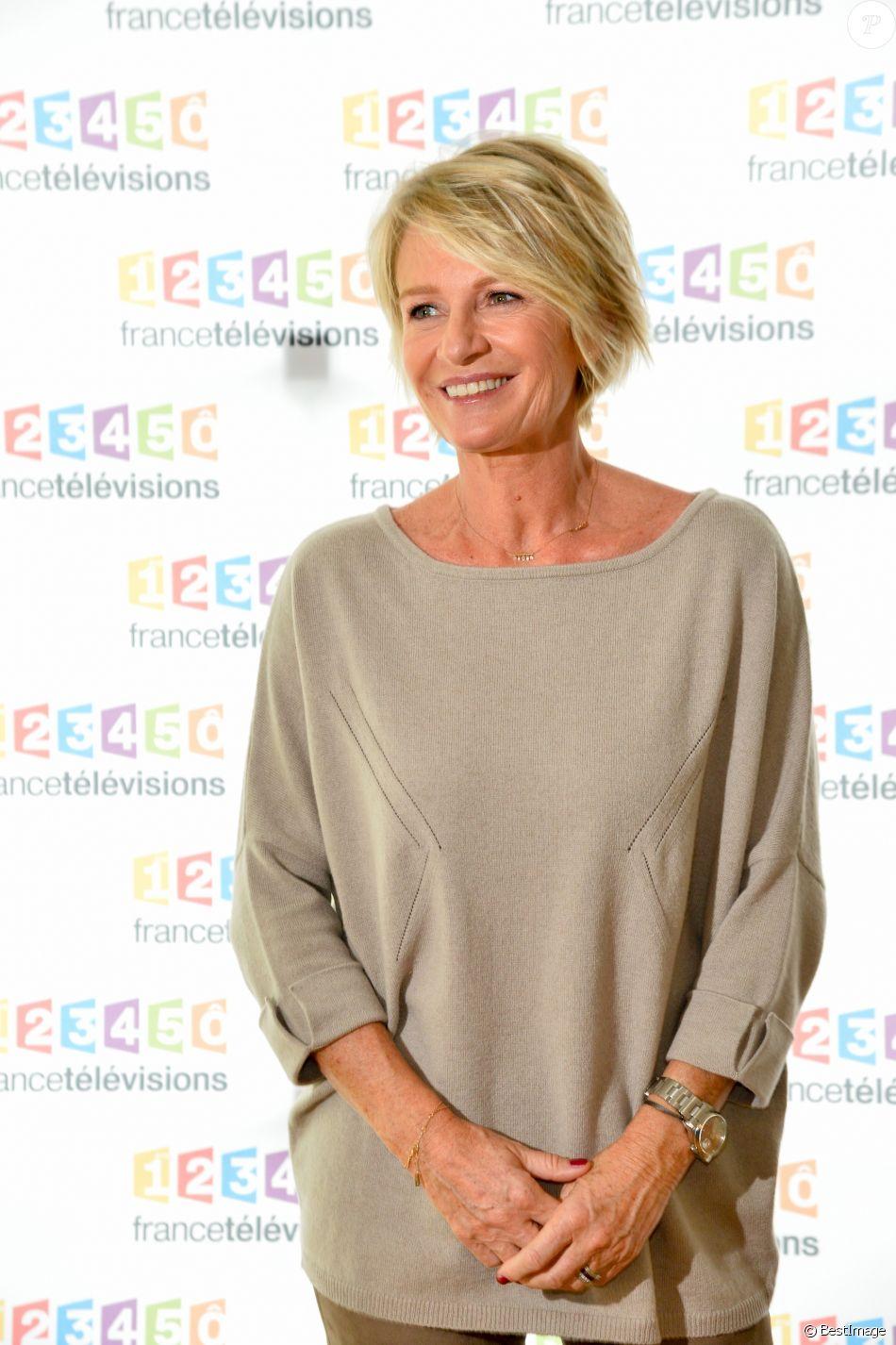 Sophie Davant à la conférence de presse du Téléthon 2016 dans les locaux de France 2 à Paris le 26 octobre 2016. © Coadic Guirec / Bestimage