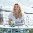 """Ingrid Chauvin, souriante sur le tournage de """"Demain nous appartient"""" pour TF1. Eté 2017."""