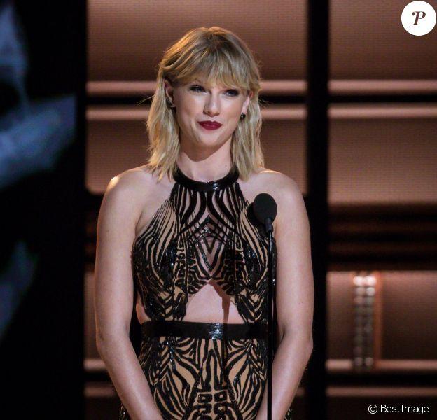 Taylor Swift à la 50ème soirée annuelle CMA Awards à Bridgestone Arena dans le Tennessee, le 2 novembre 2016 © Jason Walle via Zuma/Bestimage