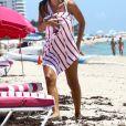 Ludivine Sagna avec son fils Elias sur la plage à Miami, le 18 juillet 2017.
