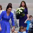 Départ du prince William et de Kate Middleton avec leurs enfants George et Charlotte de Cambridge de l'aéroport de Varsovie en Pologne le 19 juillet 2017.