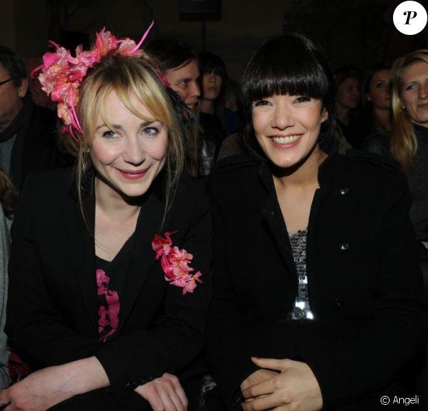 Julie Depardieu et Mélanie Doutey au défilé Etam, au Ritz. 05/02/09