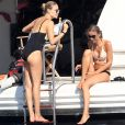Le top model Natasha Poly (Natalya Sergeyevna Polevchtchikova) profite d'une journée ensoleillée sur un yacht au large de Saint-Tropez. Le 26 juillet 2017.