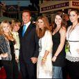 """Arnold Schwarzenegger, Maria Shriver et leurs enfants à l'avant-première du film """"Pirates des Caraïbes : Le Secret du coffre maudit"""" à Disneyland, à Anaheim, en 2006"""