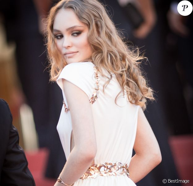 """Lily-Rose Depp - Montée des marches du film """"Les Fantômes d'Ismaël"""" lors de la cérémonie d'ouverture du 70e Festival International du Film de Cannes. Le 17 mai 2017 © Borde-Jacovides-Moreau / Bestimage"""