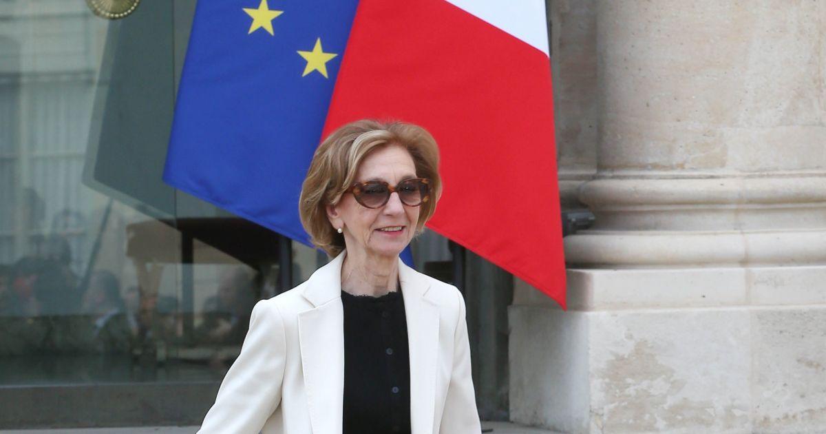 Nicole bricq ministre du commerce ext rieur sortie du conseil des ministres du 26 mars 2014 au for Ministre du commerce exterieur