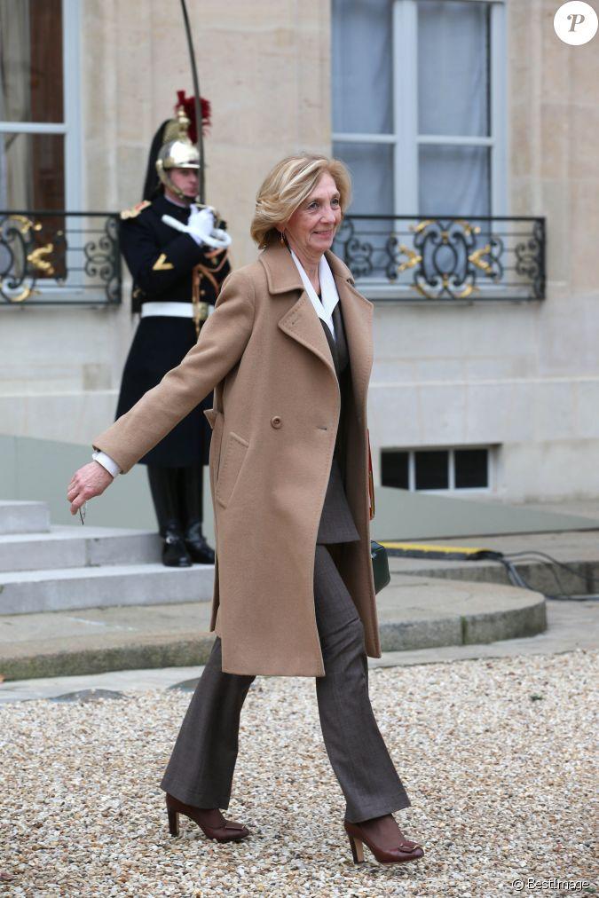 Nicole bricq ministre du commerce ext rieur sortie du conseil des ministres au palais de l for Ministre du commerce exterieur