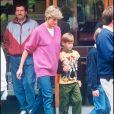La princesse Diana et le prince Harry en virée shopping en septembre 1992 à Cirencester.