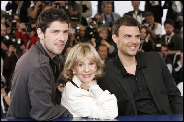 """Jeanne Moreau, Melvil Poupaud et François Ozon au Festival de Cannes, le 16 mai 2005, pour """"Le temps qui reste""""."""