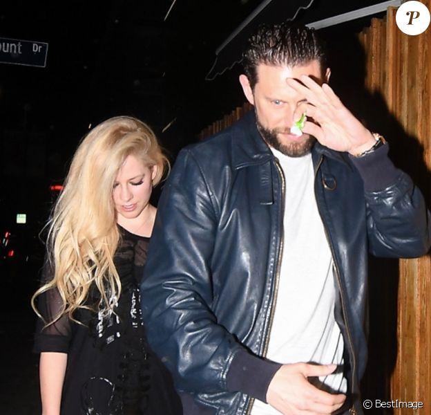 Avril Lavigne et J.R. Rotem quittent The Nice Guy à West Hollywood. Le 4 août 2017.