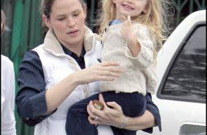 Violet Affleck-Garner accepte de marcher... mais seulement si on lui offre des jouets !