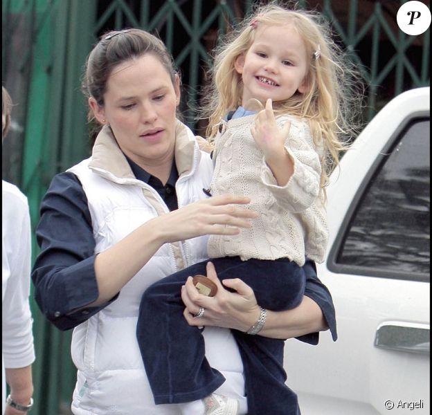 Violet Affleck dans les bras de sa mère, Jennifer Garner