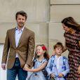 Le prince Vincent et la princesse Josephine de Danemark, accompagnés par leurs parents le prince Frederik et la princesse Mary, ont fait leur première rentrée des classes le mardi 15 août 2017. Lorsqu'ils ont quitté le palais Amalienborg à Copenhague pour se rendre à leur école située à Hellerup, Vincent était en larmes tandis que sa soeur jumelle débordait de joie.