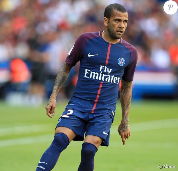 Dani Alves lors du match Paris Saint-Germain v Amiens SC en Ligue 1, Parc des Princes, le 5 août 2017.