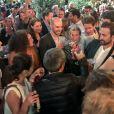 Exclusif - David Pujadas est allé boire un verre en bord de Seine, au port de Javel dans le 15e arrondissement de Paris, accompagné des journalistes de France 2, le 8 juin 2017.