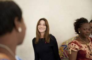 Une toujours élégante Carla Bruni... même lors de sa mission au Burkina Faso !