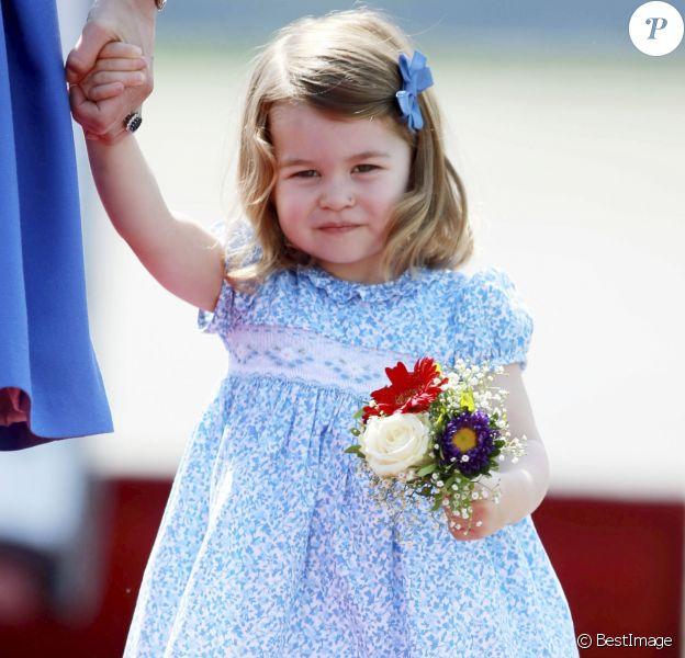 La princesse Charlotte de Cambridge - Le couple princier d'Angleterre et leurs enfants à leur arrivée à l'aéroport de Berlin-Tegel à Berlin, le 19 juillet 2017, lors de leur visite officielle de 3 jours en Allemagne.