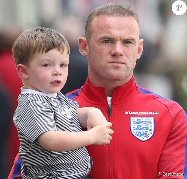 """Exclusif  - Wayne Rooney et son fils Klay - Le footballeur Anglais Wayne Rooney est allé déjeuner en famille dans un restaurant """" Le restaurant du tout Chantilly"""" à Chantilly le 17 juin 2016."""