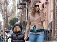 Sarah Jessica Parker laisse tomber sa tenue de Carrie Bradshaw pour... son look de maman !