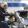 Brad Pitt sur sa nouvelle moto sur Sunset Boulevard
