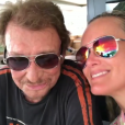 """Laeticia et Johnny Hallyday """"in love"""" lors de leurs vacances à Saint-Barthélemy, Instagram, le 24 août 2017."""
